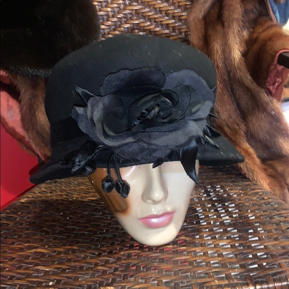 🌟🦅🦁Black Wool Vintage hat with flower detail